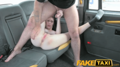 Fake Taxi: americana divina penetrada por el culo
