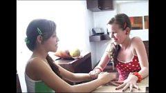 Juego de niñas lesbianas chupando