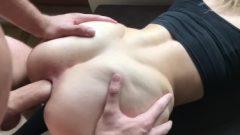 Vagina caliente de joven rebelde castigada por su amigo