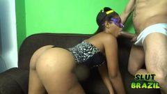 Cojiendo el culo de una puta brasileña