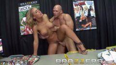 Pornoteria Nicole Aniston y Johnny Sins en accion