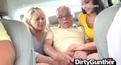 Abuela y nieta se encargan de los abuelos