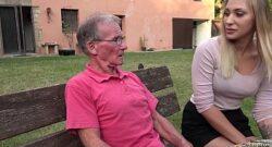 Follando con el abuelo por dinero corrida en la boca